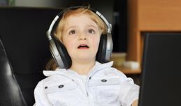 CHILDREN WHO LISTEN PORTABLE PLAYERS ARE AT RISK OF HEARING LOSS