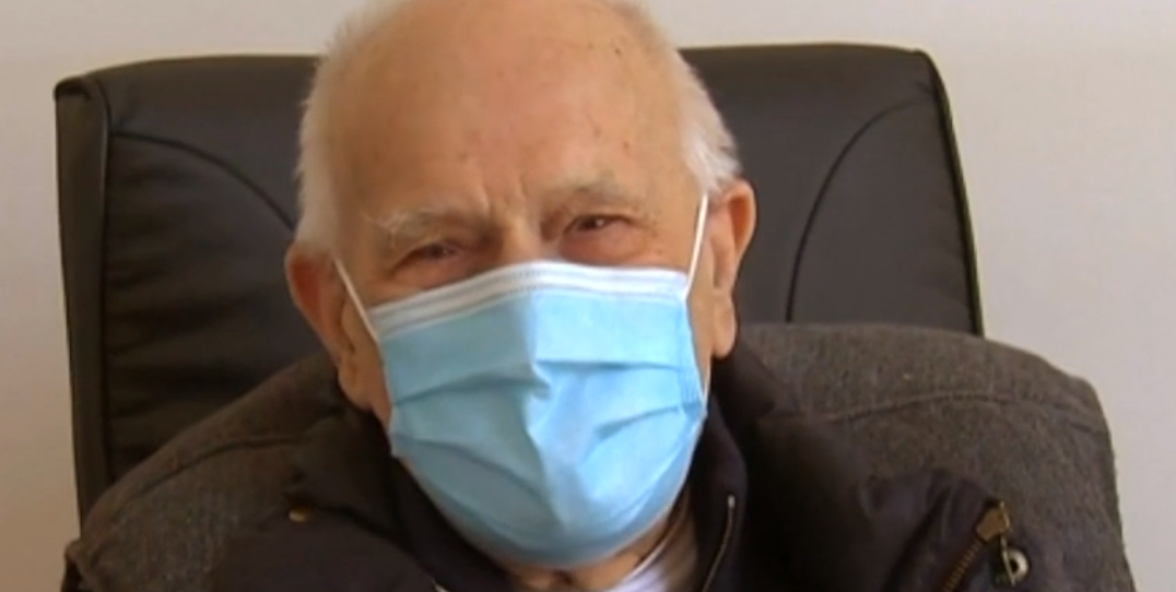 98-year-old French doctor still works in the COVID-19 lockdown